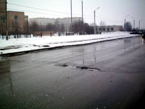 Разбитая дорога через 7 дней после посещения Путиным Перинатального центра